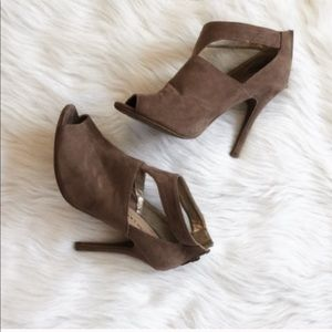 Chinese Laundry   Taupe Cut Our Open Toe Booties
